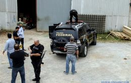 The cargo theft, valued at over 30 million dollars was committed last Thursday by a group of heavily armed bandits disguised as agents of the Brazil Federal Police