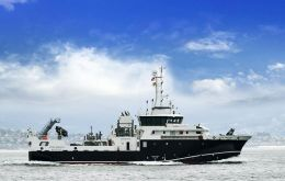 MV Angelescu will be sailing during a week to the north and west of the Falklands, between 48S and 49S.