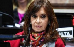 """With Macri we ended up consuming oranges from Israel, apples from Chile, wines from I don't know where"", said Cristina Fernandez"