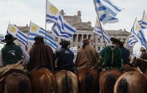 Rural producers from all over the country met in front of the Parliament, in Montevideo. Photo: Sebastián Astorga
