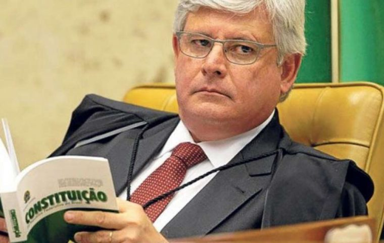 Mr Janot revealed he entered the federal Supreme Court building in Brasilia to kill a judge who had allegedly smeared his daughter with an untrue allegation.