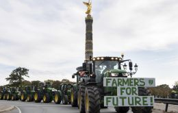Long convoys of tractors held up traffic at the main protest sites in Berlin and Bonn, both home to federal government offices
