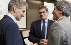 Human Rights Secretary Claudio Avruj (C) in Geneva with ICRC top officials. (Pic ICRC)
