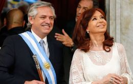 "President Fernández, flanked by Vicepresident CFK, admitted ""the economy and the social fabric today are in a state of extreme fragility."""