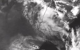 The cloud has risen to 6,000m above sea level and there is no meteorological reason for it to fall back to Earth, said Urra. It poses no threat to Chileans.