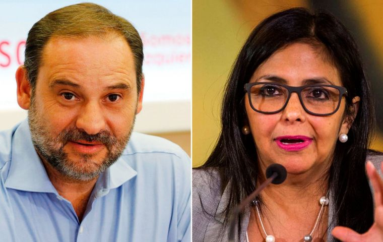 Allegedly José Luis Ábalos, the transport minister in the leftwing coalition met Delcy Rodríguez in the early hours of Monday morning.