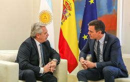On Tuesday before flying to Paris, president Fernandez met with his peer Pedro Sanchez at the Moncloa Palace