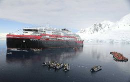 On Wednesday, 19 February 2020 at 4:14 PM Antarctica time, the MS Roald Amundsen reached the ice edge at 70º south.