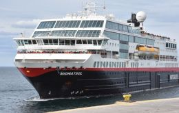 The Norwegian flagged vessel Midnatsol arrived on Saturday to Ushuaia from an Antarctica cruise