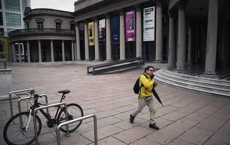 A pedestrian walks in front of an isolated Solís theater in Montevideo. SEBASTIÁN ASTORGA / MERCOPRESS