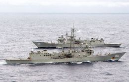 The former RAN vessels are intended to replace two recently decommissioned Chilean warships which were acquired second-hand from the Netherlands in 2004.