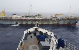 Lu Rong Yuan Yu 668 was sighted with full lights on catching squid on April 28, in the Argentine Economic Exclusive Zone, EEZ