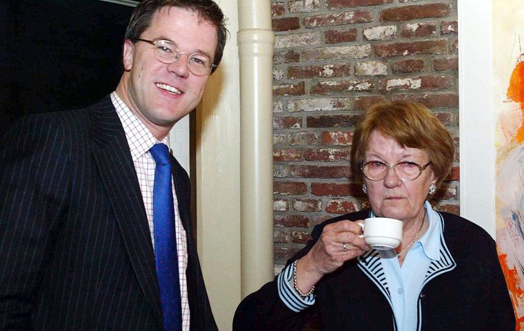 Mieke Rutte-Dilling died on May 13, Rutte's office announced. She did not have the coronavirus, but there were COVID-19 infections at the home where she lived.