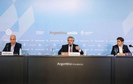 President Alberto Fernandez during the press conference on Thursday next to Buenos Aires City mayor, Horacio Rodriguez Larreta (L) and Buenos Aires province governor Axel Kicillof (R)