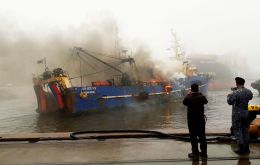 Crew members of the trawler Sur Este 709 were working at the processing compartment when fire broke out among packaging materials, highly inflammable and easy to rekindle