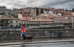 A woman walking her dog in Bilbao during a total lockdown on May 14th. Photo: SEBASTIÁN ASTORGA