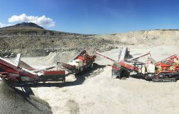 To meet the logistically challenging requirements of this process, Sandvik Mobile Crushers and Screens were enlisted to ensure production