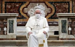 Francis wore a white mask during the service at the Basilica of Santa Maria; previously he wore masks only in a car taking him to his audiences in the Vatican.