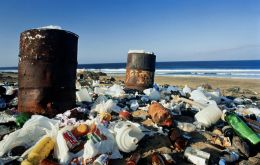 In the USA alone, each of the 330 million inhabitants caused about 340 grams of plastic waste per day