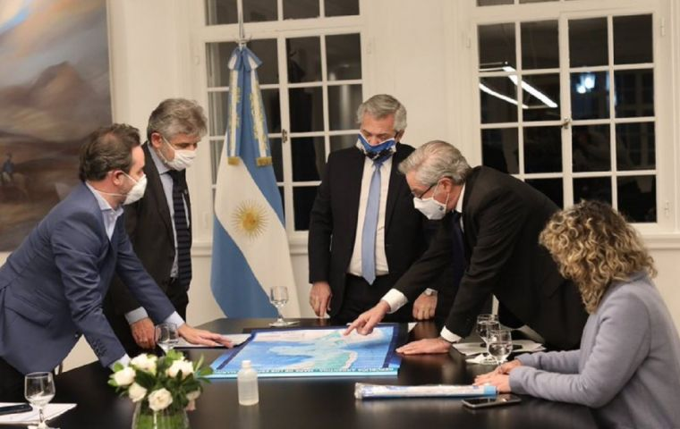 The Council will depend directly from the presidential office, including the foreign minister and Malvinas Secretary