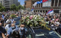 The funeral procession left on Sunday, 13:00 hours from Town Hall where Vazquez was first elected mayor
