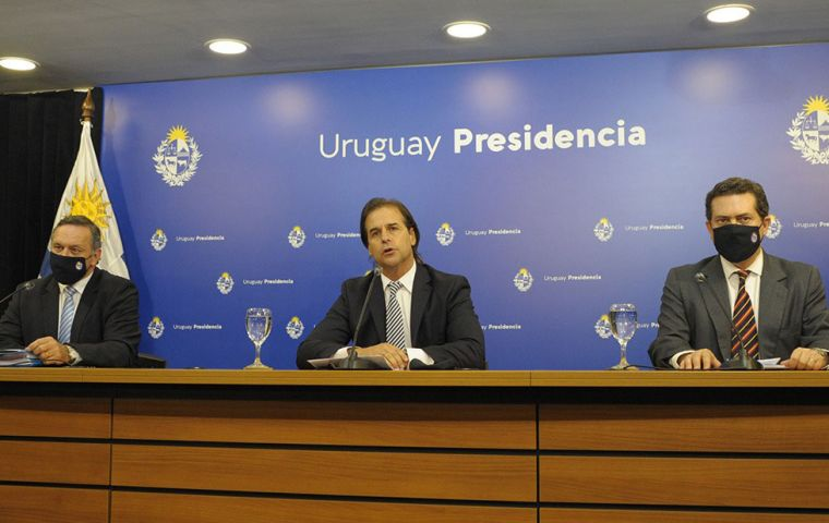 President Luis Lacalle Pou, next to his two Executive branch secretaries explains the latest package of measures