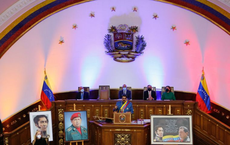 The National Assembly attended by Maduro, composed of 92% of representatives of the ruling United Socialist Party of Venezuela, is not recognized by dozens of countries