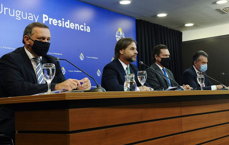President Lacalle Pou and several of his ministers during the press conference