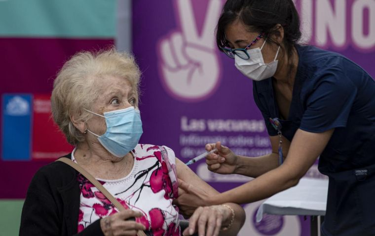Of the total number of people immunized, 91,843 are over 85 years old, since the Chilean vaccination plan began with this age group considered to be at most risk
