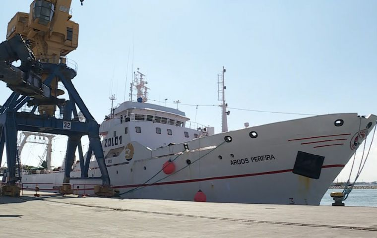 "Argos Pereira entered Montevideo last Thursday, supposedly ""clean"" of Covid-19, but a few hours later a crew member showed symptoms of the sickness"