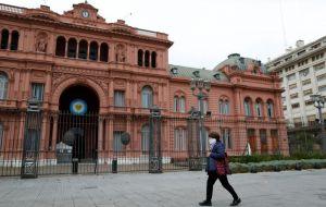 El gobierno ha dicho que quiere llegar a un acuerdo para mayo, un objetivo que el Fondo Monetario Internacional dice que es ambicioso aunque posible.