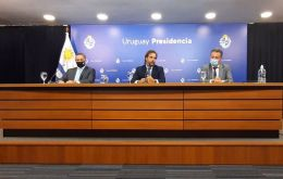 President Lacalle Pou during the conference next to Health minister Daniel Salinas and Alvaro Delgado, the Presidency's secretary