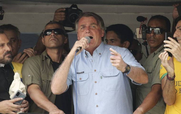 Bolsonaro's threats were strongly rejected by governors and Congress members, with growing fears that the clash will lead to a slower economimc recoverty