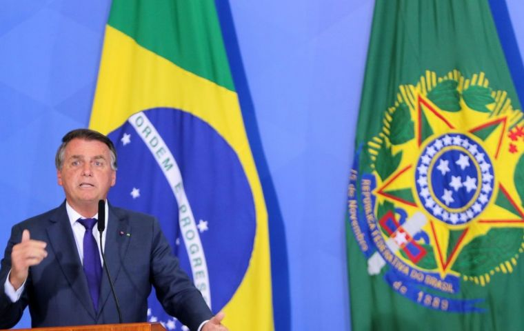 """Bolsonaro before tens of thousands called de Moraes a """"scoundrel"""" and warned he would never comply with any of his decisions"""