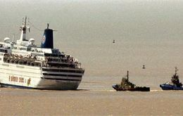 Sky Wonder is pulled by Argentines tugs