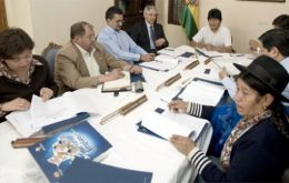 Evo Morales in a meeting with his cabinet