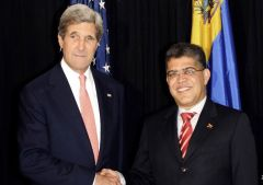 Kerry and Jaua in the sidelines of the OAS annual assembly in Guatemala (Photo AFP)