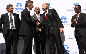 Macri, second from left, inaugurating a Tata Consulting Services facility in Buenos Aires in 2009. Ambassador Rengaraj Viswanathan is on the right.