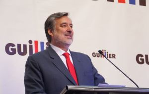 Alejandro Guillier managed 22,7% of the vote in the first round and only two percentage points ahead of the Frente Amplio candidate